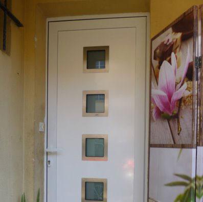 vitrines devantures de magasins et rideaux m talliques. Black Bedroom Furniture Sets. Home Design Ideas